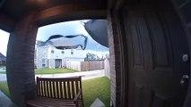 Tempête : ce trampoline s'envole dans la maison des voisins !