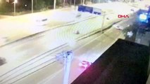 KOCAELİ 1 kişinin öldüğü, 3 kişinin yaralandığı kaza güvenlik kamerasına yansıdı