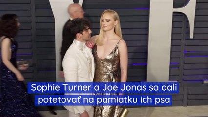 Sophie Turner a Joe Jonas sa dali potetovať na pamiatku ich psa