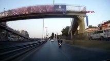 Motosikletlinin televizyonla tehlikeli yolculuğu kamerada