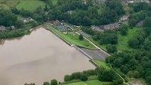 Evacúan la localidad británica de Whaley Bridge ante el potencial derrumbe de una presa