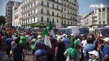 Alger manifeste au milieu d'un fort déploiement policier