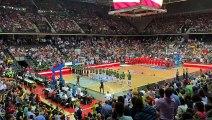El himno de España suena en el partido de baloncesto de la selección nacional en el Navarra Arena