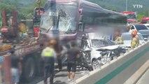 중부고속도로 고속버스 6중 추돌 사고...1명 사망·19명 부상 / YTN