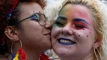 Gay Pride sur les canaux d'Amsterdam