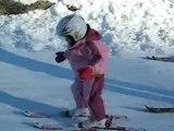 Adèle fait ses 1ers pas à ski