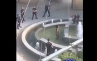 Un policier saute sur un homme armé d'une machette à Madrid !