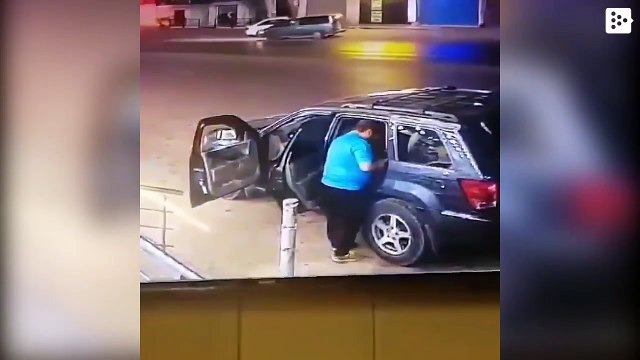 Father helps his daughter get out of a car just before being hit by another vehicle