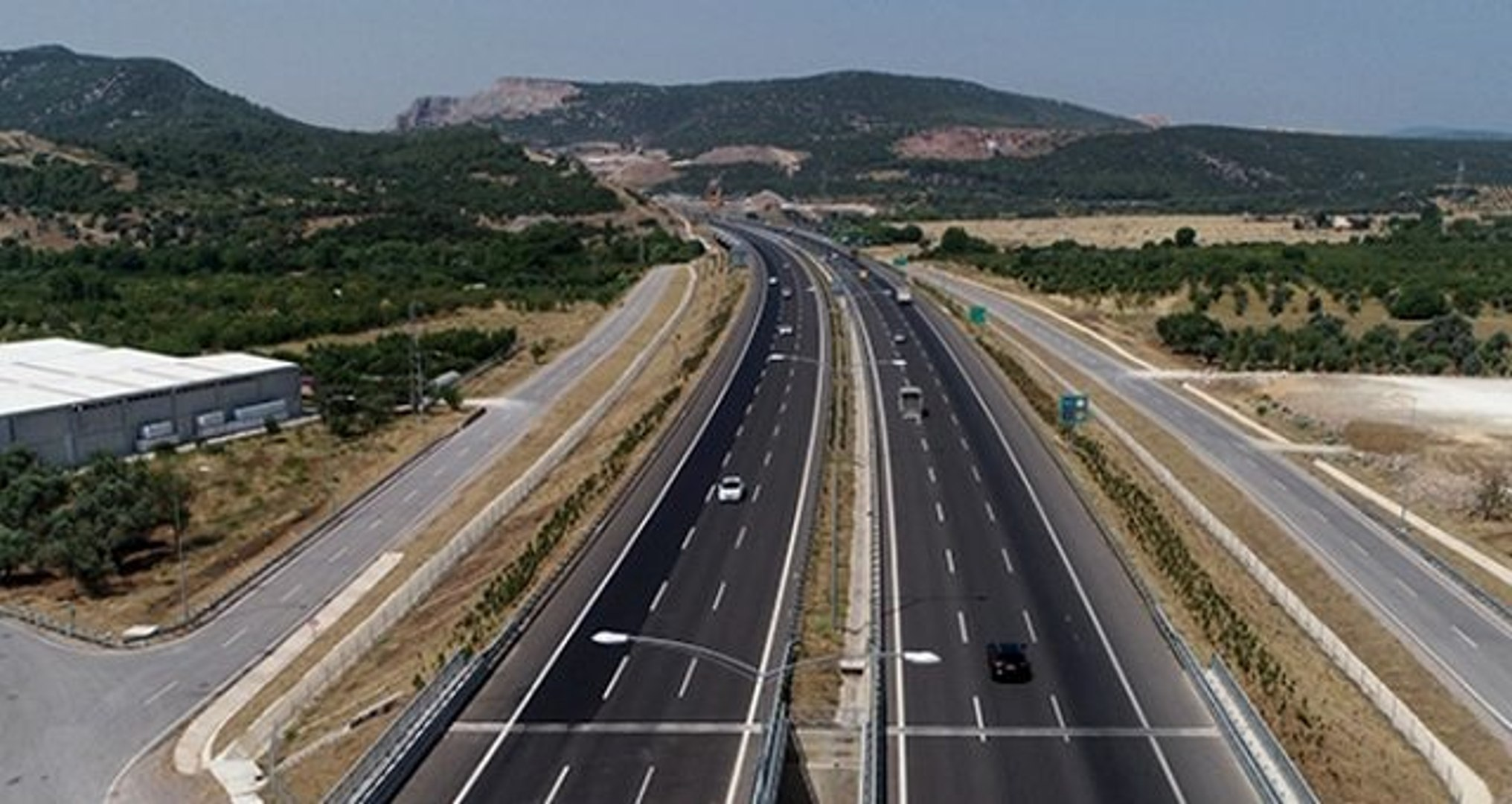 İstanbul-İzmir otoyolunun açılması sürücüleri sevindirdi