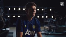 Harry Maguire Signs For United! - Manchester United