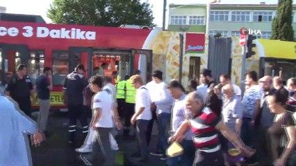 İstanbul'da Su Tankeri Seyir Halindeki Tramvaya Çarptı