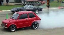 VÍDEO: Un Fiat 126 contra un Chevrolet Corvette C3 en una Drag Race con un final sorprendente