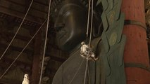 Priests temporarily remove Buddha's soul from statue ahead of cleaning