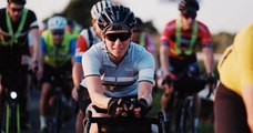 L'incroyable exploit de cette cycliste, qui remporte une course de 4 000km devant 224 hommes !