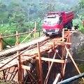 Il pense vraiment pouvoir traverser ce pont en camion???