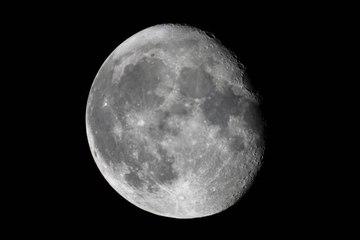 La luna es mucho más antigua de lo que se creía