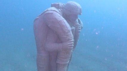 Underwater memorial honors military veterans