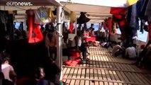 Sem Málta, sem olaszország nem hagyja, hogy kikössön az Ocean Viking mentőhajó