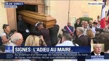 Le cercueil du maire de Signes rentre dans la chapelle Saint-Jean, où un dernier hommage sera rendu