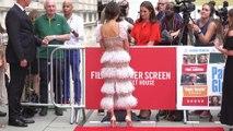 Así se ve el espectacular vestido de Penélope Cruz en movimiento