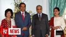 Dr Mahathir drives Jokowi to Putra Mosque