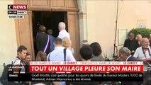 Le dernier hommage des habitants de Signes (Var) à leur maire Jean-Mathieu Michel, mort lundi après avoir été renversé par une camionnette qui déchargeait illégalement des déchets