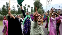 Indian troops fire live rounds to disperse Srinagar protesters