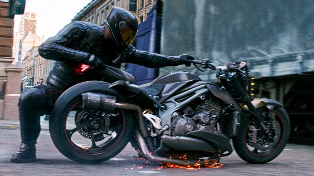 Hobbs  & Shaw Fast and Furious : Motorcycle Transformation Clip - Dwayne Johnson Jason Statham