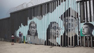 Border wall mural tells stories of Mexicans deported from US