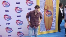 Noah Centineo speaks out against bullying during Teen Choice Awards acceptance
