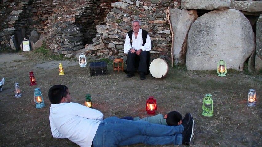 Jean des Pierres sur le site du grand Cairn de Barnenez