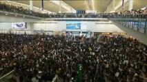 El aeropuerto de Hong Kong cancela todos sus vuelos por las protestas
