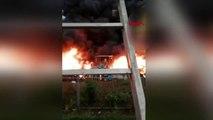 DHA DIŞ - İtalya'da atık imha deposunda büyük yangın