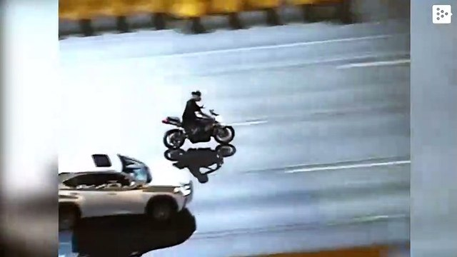 A biker is talking on his cell phone while escaping from the police at 200 km / h