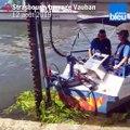 A Strasbourg, un bateau-tondeuse coupe les algues : démonstration de faucardage