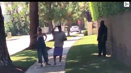 Una 'boxeadora' en bikini desafía a Justin Bieber a una pelea en plena calle