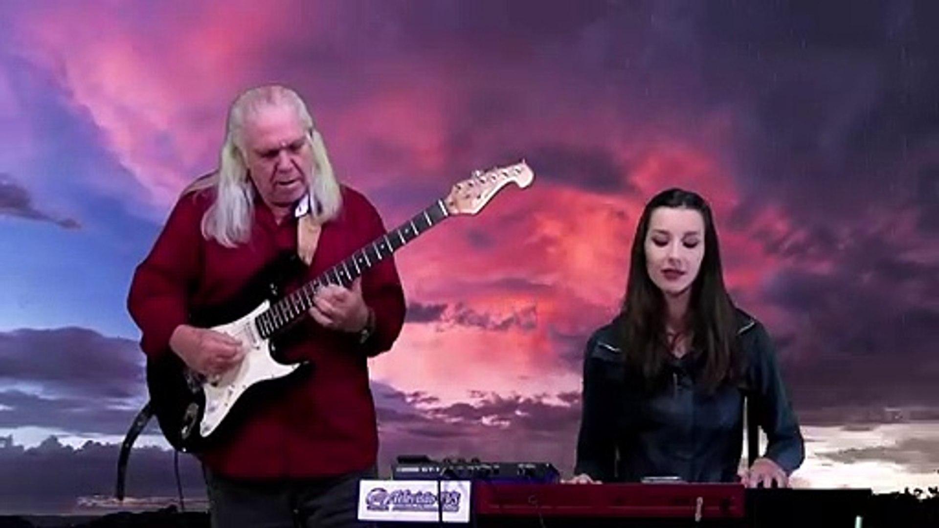 Who'll Stop The Rain (Creedence Revival) | João Lippert & Bruna Dartora
