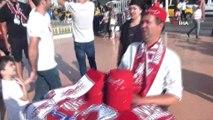 Liverpool ve Chelsea taraftarları Taksim'de toplandı
