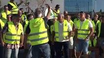 Marxa lenta de pagesos per a exigir ajuts directes per l'incendi de la Ribera d'Ebre
