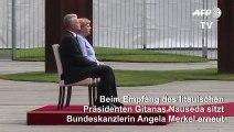 Merkel sitzt erneut