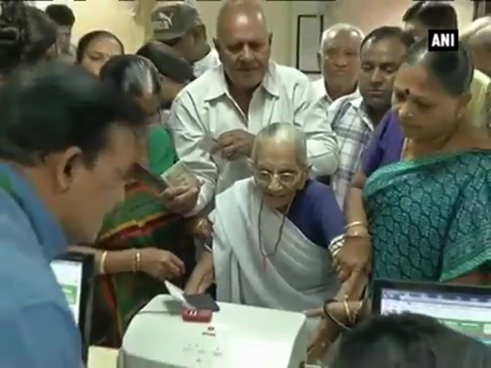 PM Modi's mother waits in queue, exchanges Rs 4,500