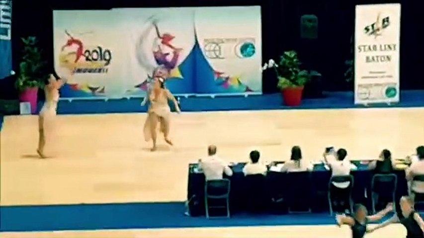 Sophie et Emile Koeller, championnes du monde de twirling bâton pendant la finale à Limoges