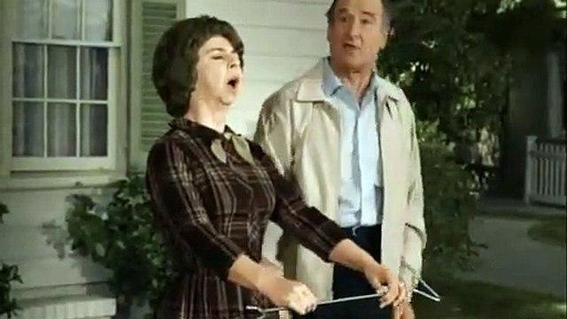 BW 1.29 Funny - Gladys the Rainmaker