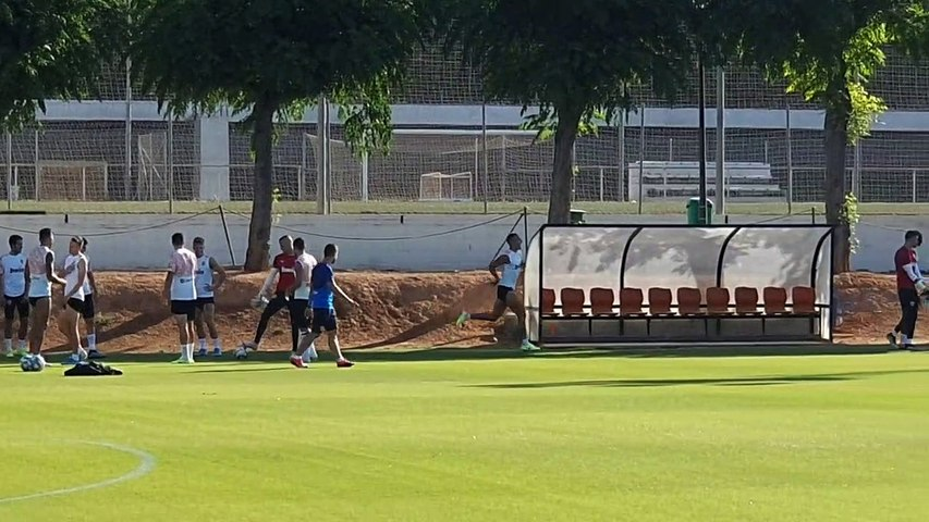 Rodrigo Vuelve a Entrenar con el Valencia CF