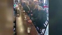 Ünlü dövüşçü, verdiği içkiyi reddeden yaşlı adamı yumrukladı
