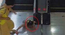 Küçük kızın kolunu yürüyen merdivene sıkıştırdığı anlar kamerada