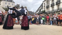 Initiation à la danse bretonne lors des Fêtes d'Arvor