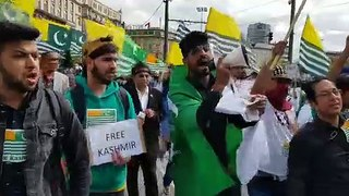 Thousands of pakistanis protest in Britain for Kashmir