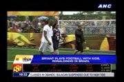 Kobe plays football with kids, Ronaldinho