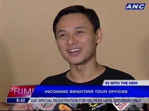 Incoming senators tour offices